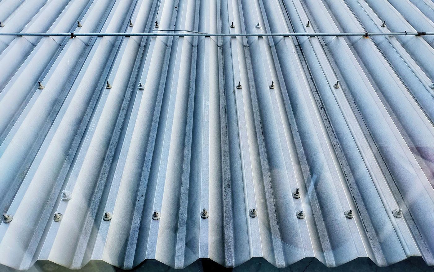 屋根材を固定するボルト